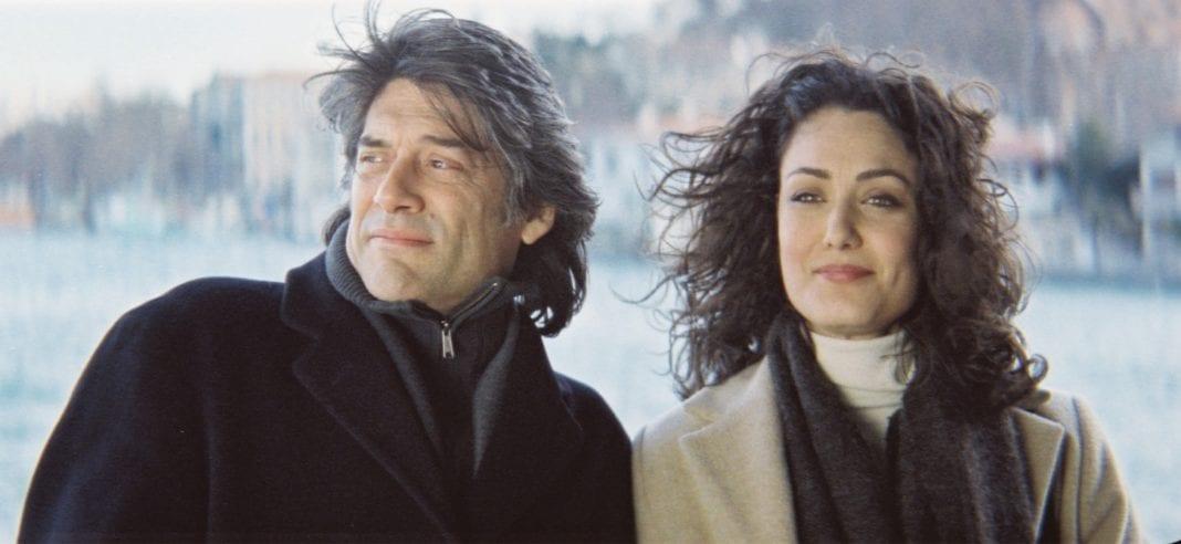 Un toque de canela (Tassos Boulmetis, 2003)