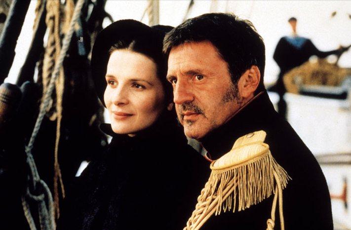 Juliette Binoche y Daniel Auteuil en La viuda de Saint-Pierre