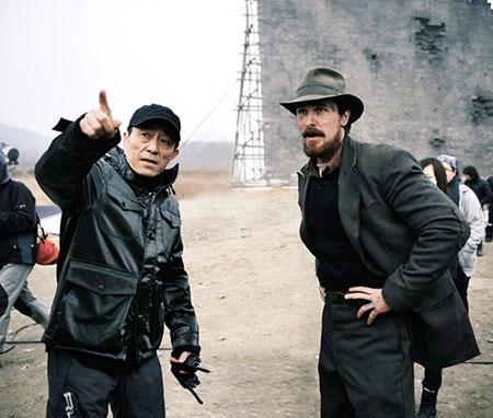 Zhang Yimou con Christian Bale en Las Flores de la guerra