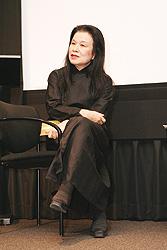 Eiko Ishioka. Su primer trabajo para el cine americano fu Drácula de Bram Stoker (1992), por la que recibió un Oscar al mejor diseño de vestuario.