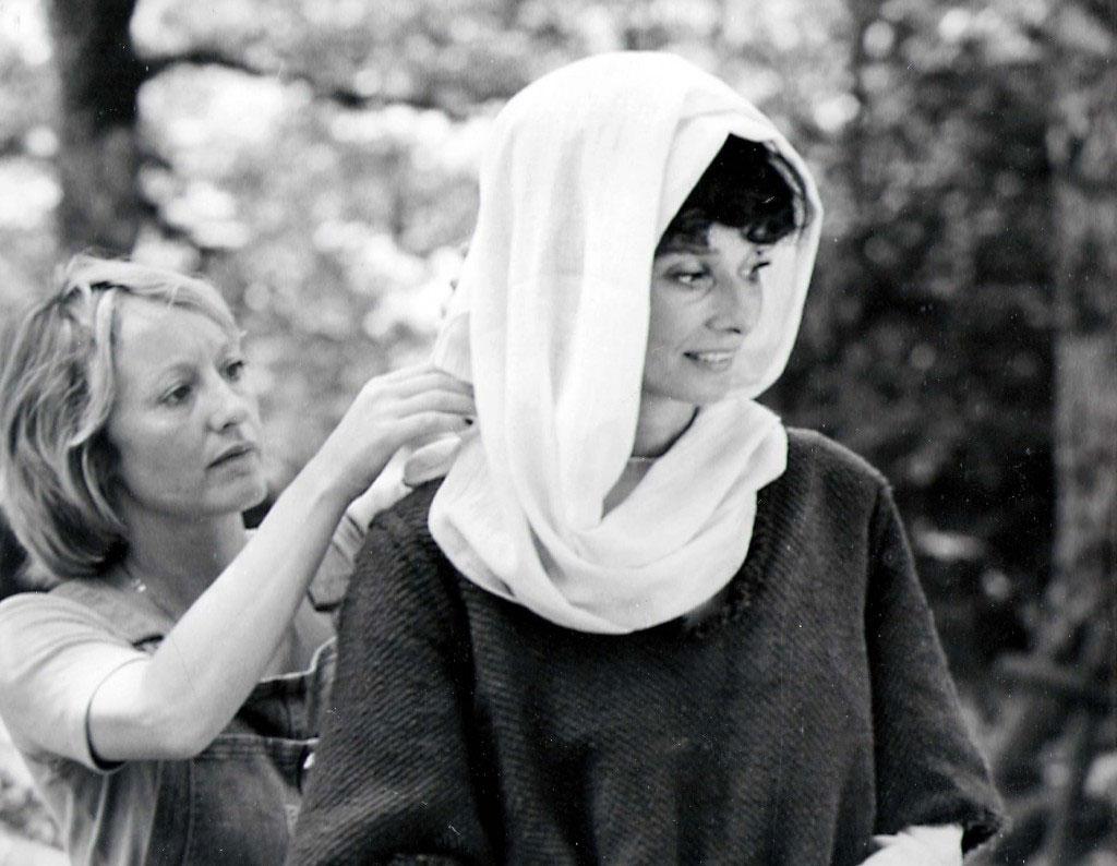 Yvonne Blake con el vestuario de Robin y Marian