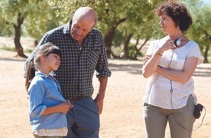 Icíar Bollaín en pleno rodaje de El olivo