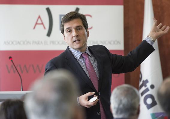 Gustavo García Mansilla, director del Máster Ejecutivo en Gestión de Empresas de Comunicación (MEGEC) de la Universidad de Navarra