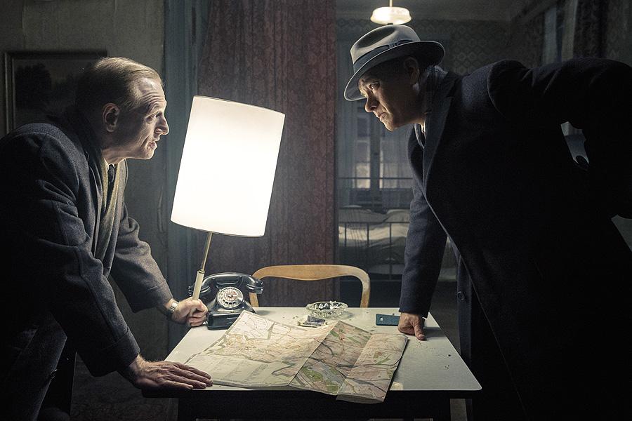 Tom Hanks y Scott Shepherd en El puente de los espías (Steven Spielberg, 2015)