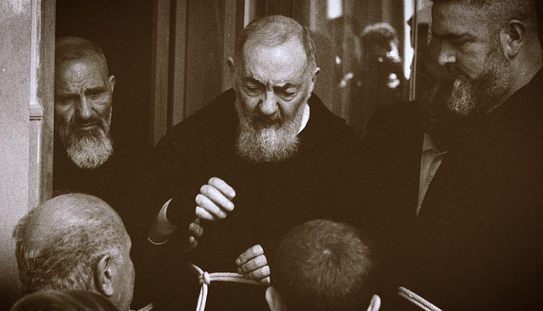 Renacidos: El Padre Pío cambió sus vidas (José María Zavala, 2019)