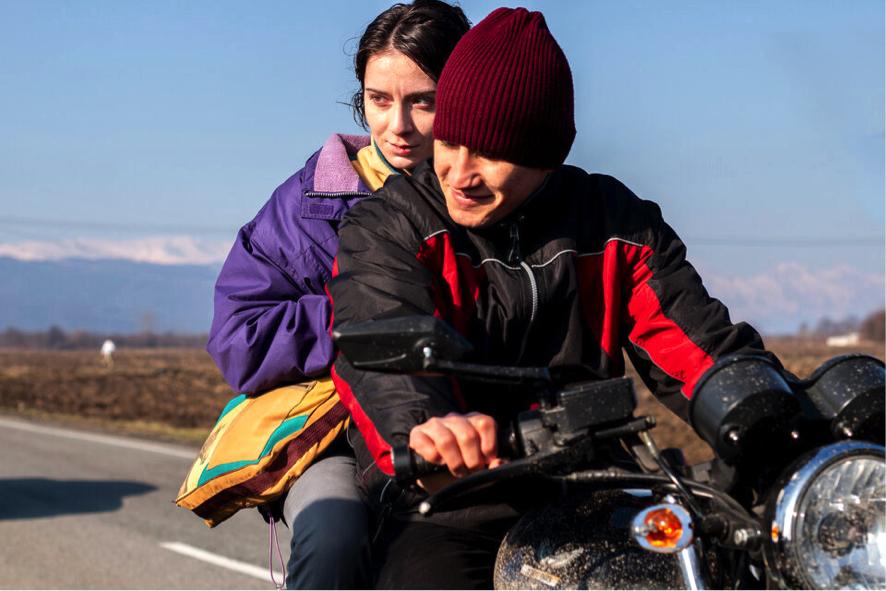 Festival de Cannes 2021: Uncllenchinf the fits de la rusa Kira Kovalenko
